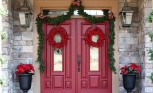 35 Front Door Christmas Decorating Ideas