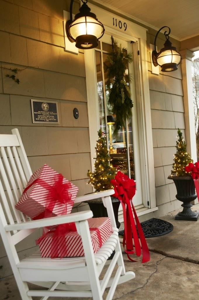 Christmas Porch Decorating Idea