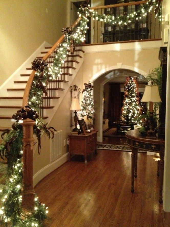 Christmas Staircase Garland Decorations Design