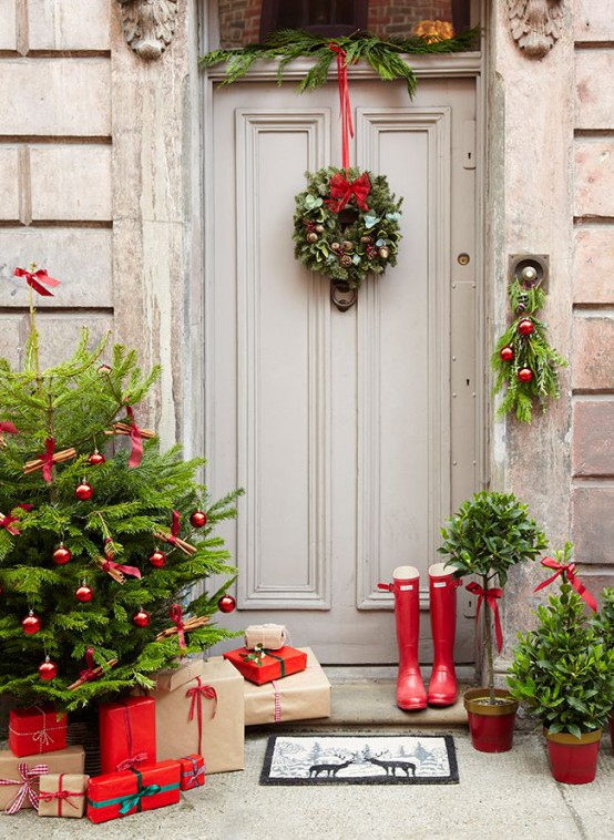 Front Door Christmas Decor Idea