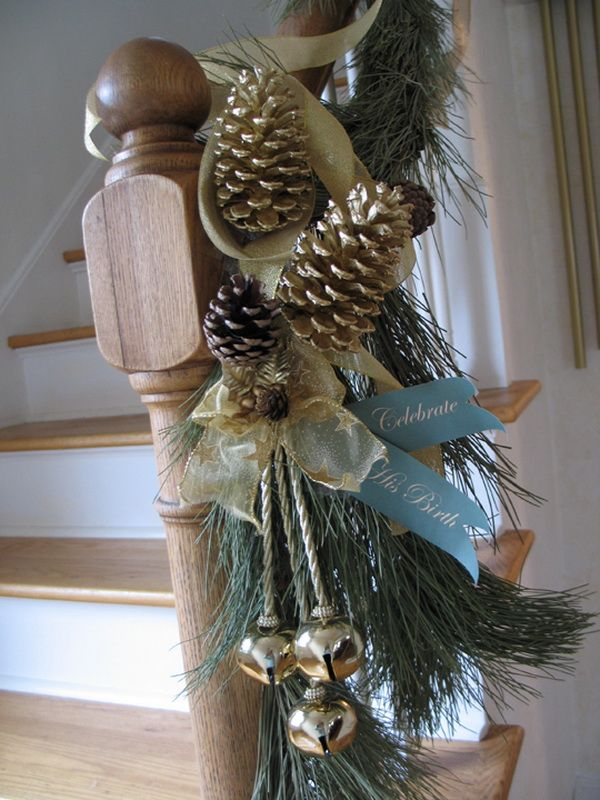Staircase Railing Christmas Decorating Ideas