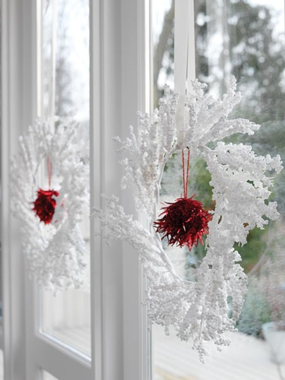 White Christmas Wreaths Decorating Ideas