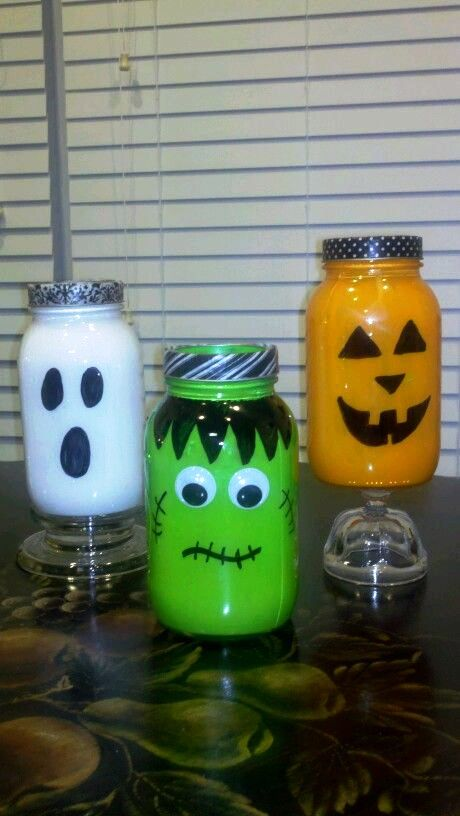 Halloween-Mason-Jar-Spooks