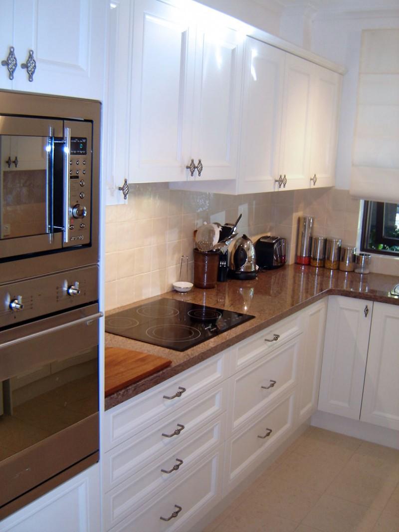 Modern-Traditional-Kitchen