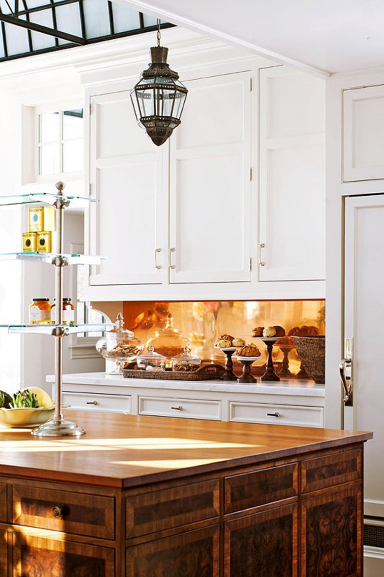 Traditional-Kitchen-Backsplash-with-Copper