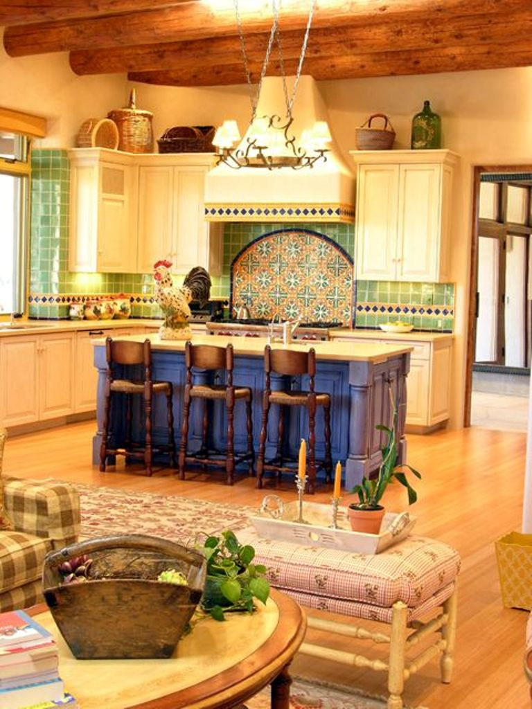 Traditional-Yellow-Kitchen-Design