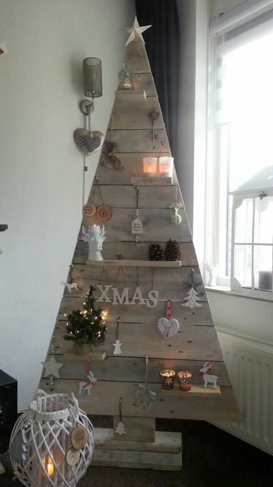 Unique Christmas tree Made with reclaimed Pallet thewowdecor