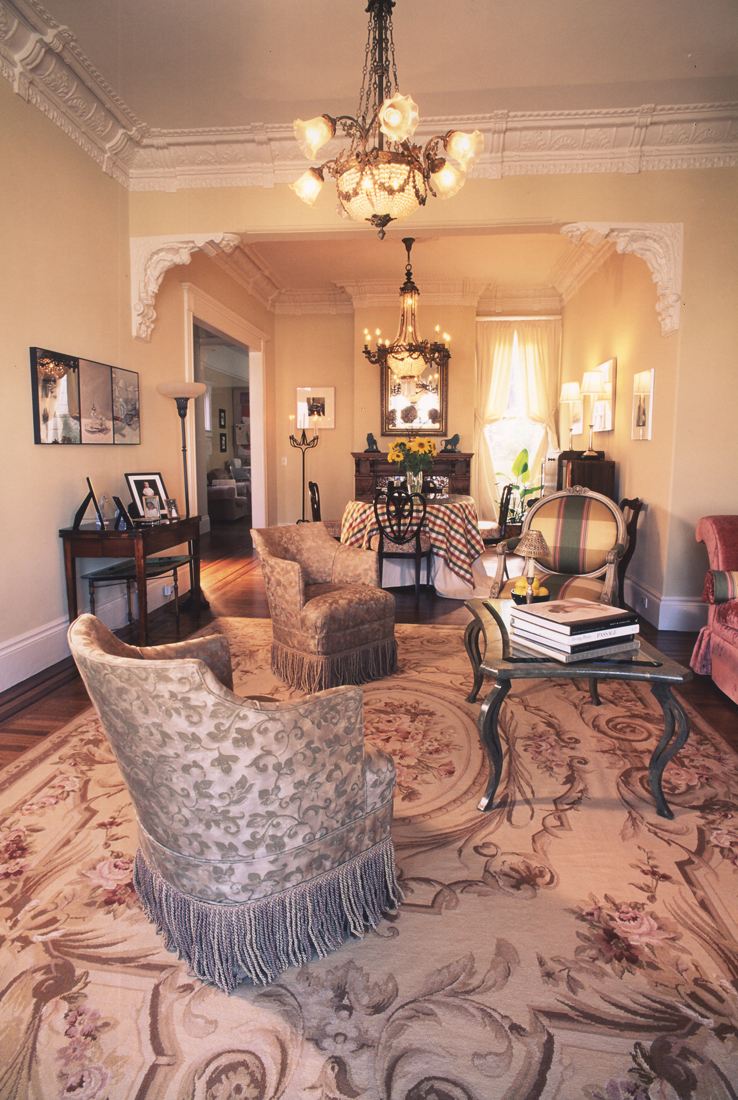 Victorian-Style-Living-Room-Decorating