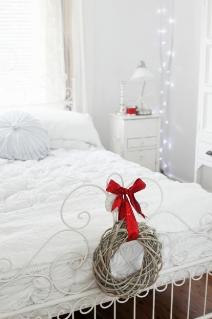 Christmas Bedroom Decor Ideas thewowdecor (19)