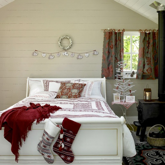 Christmas Bedroom Decor Ideas thewowdecor (21)
