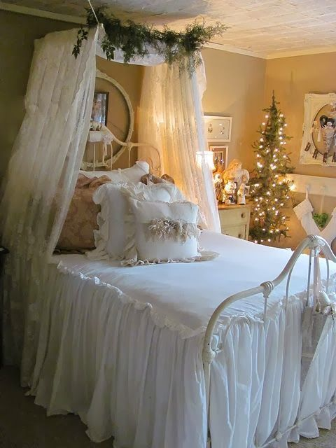 Christmas Bedroom Decor Ideas thewowdecor (32)