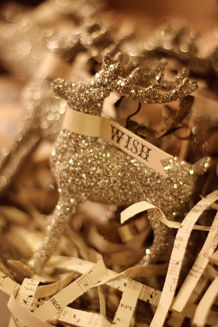 Gold Christmas Decoration Ideas (35)