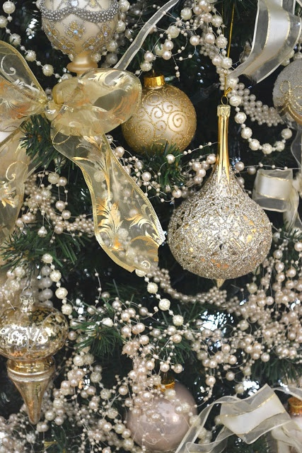 Gold Christmas Decoration Ideas (36)