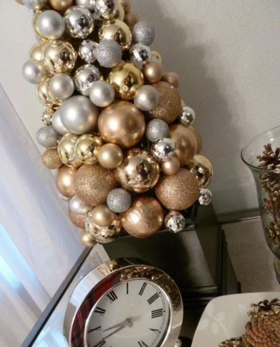 Gold Christmas Decoration Ideas (37)