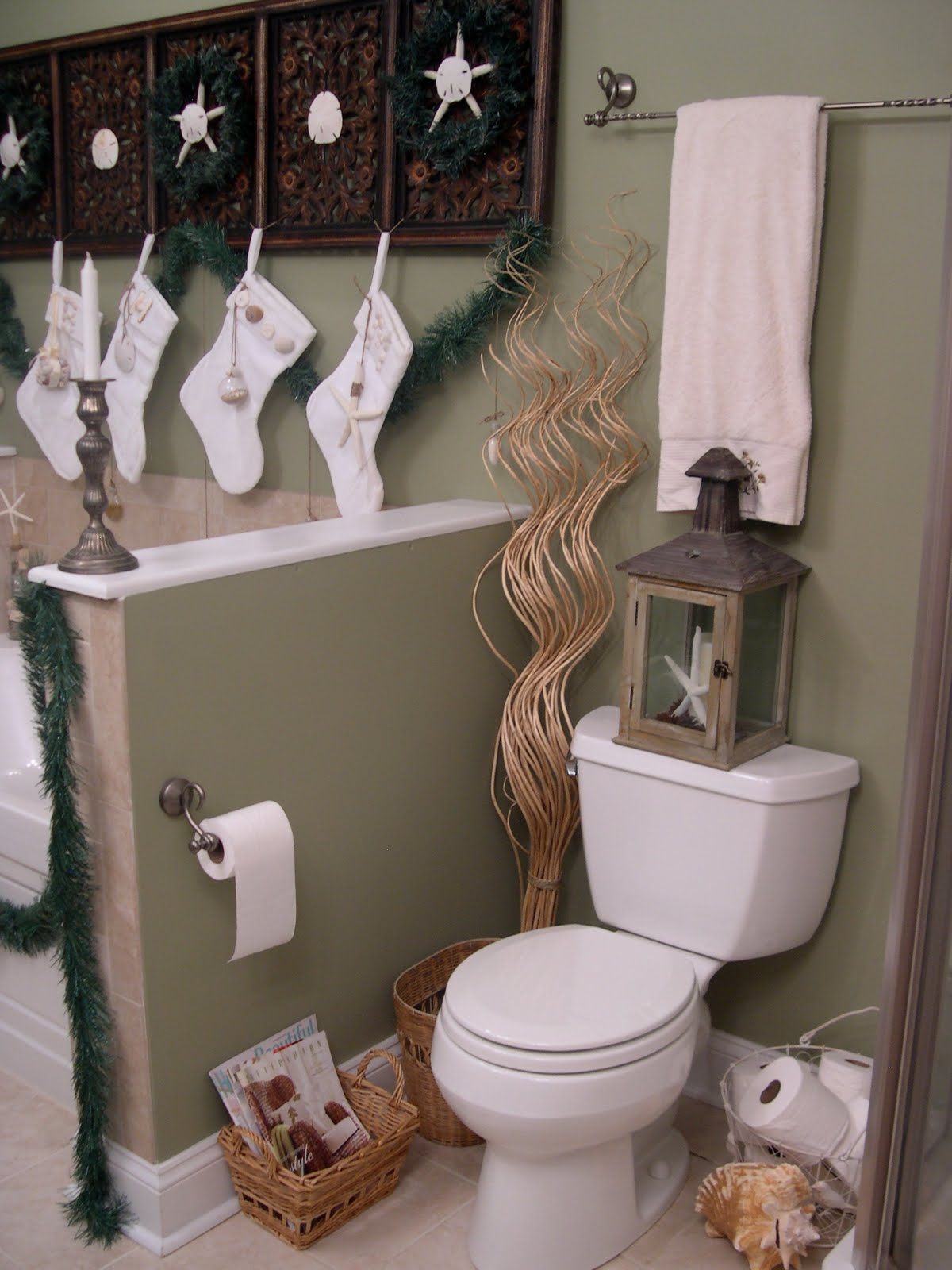 30 Cool Bathroom Christmas Decoration Ideas – Wow Decor