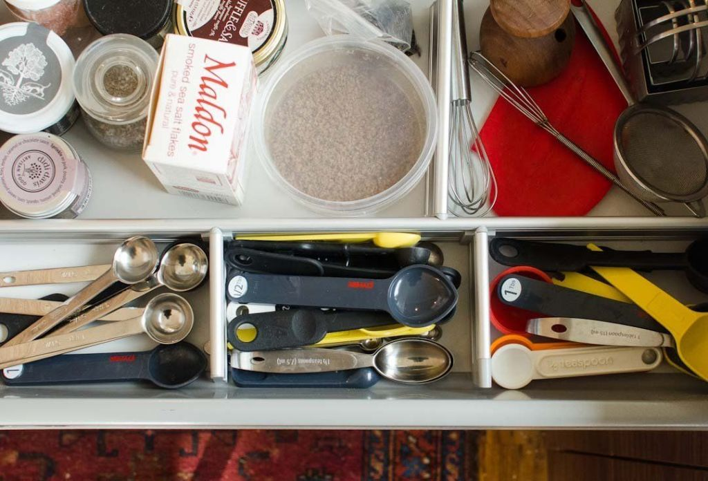 Store the measuring spoons separately in a jar near the stove